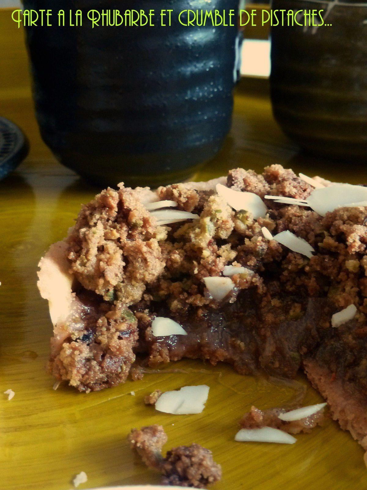 Tarte à la rhubarbe crumblelisée à la pistache