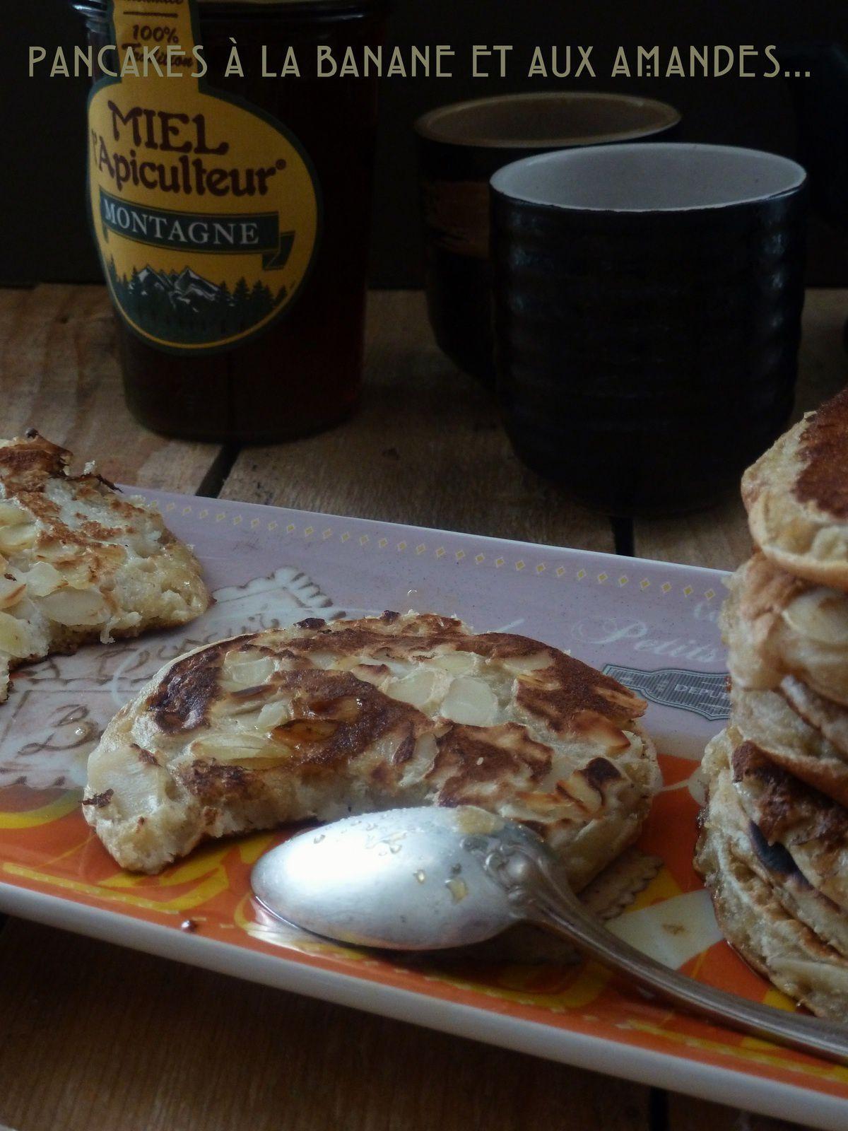 Pancakes à la banane et aux amandes {sans oeufs mais avec gourmandise}