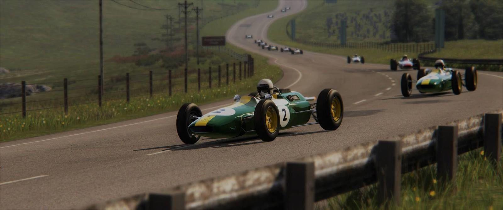 La Lotus 25 en action sur le nouveau tracé.