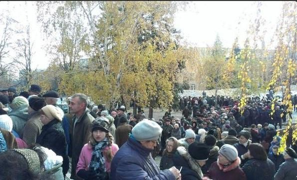 Donetsk: on fait la queue pour voter