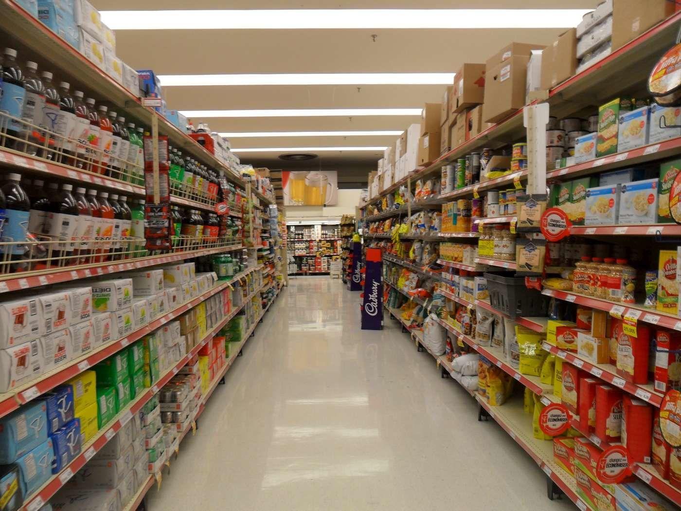 un supermarché russe... les produits sont là. mais les prix augmentent. Des spéculateurs à la manoeuvre.