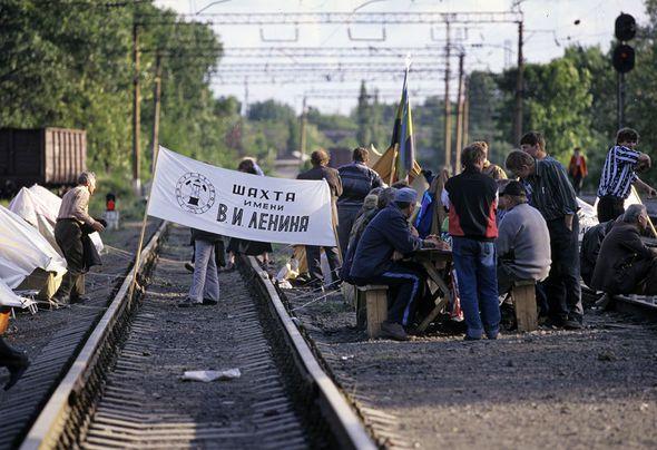 Photo Tass, Valérii Matitsyn. Les chauffeurs de poids lourds en grève, nov.2015 / Grève de mineurs, Ria novosti, 1998