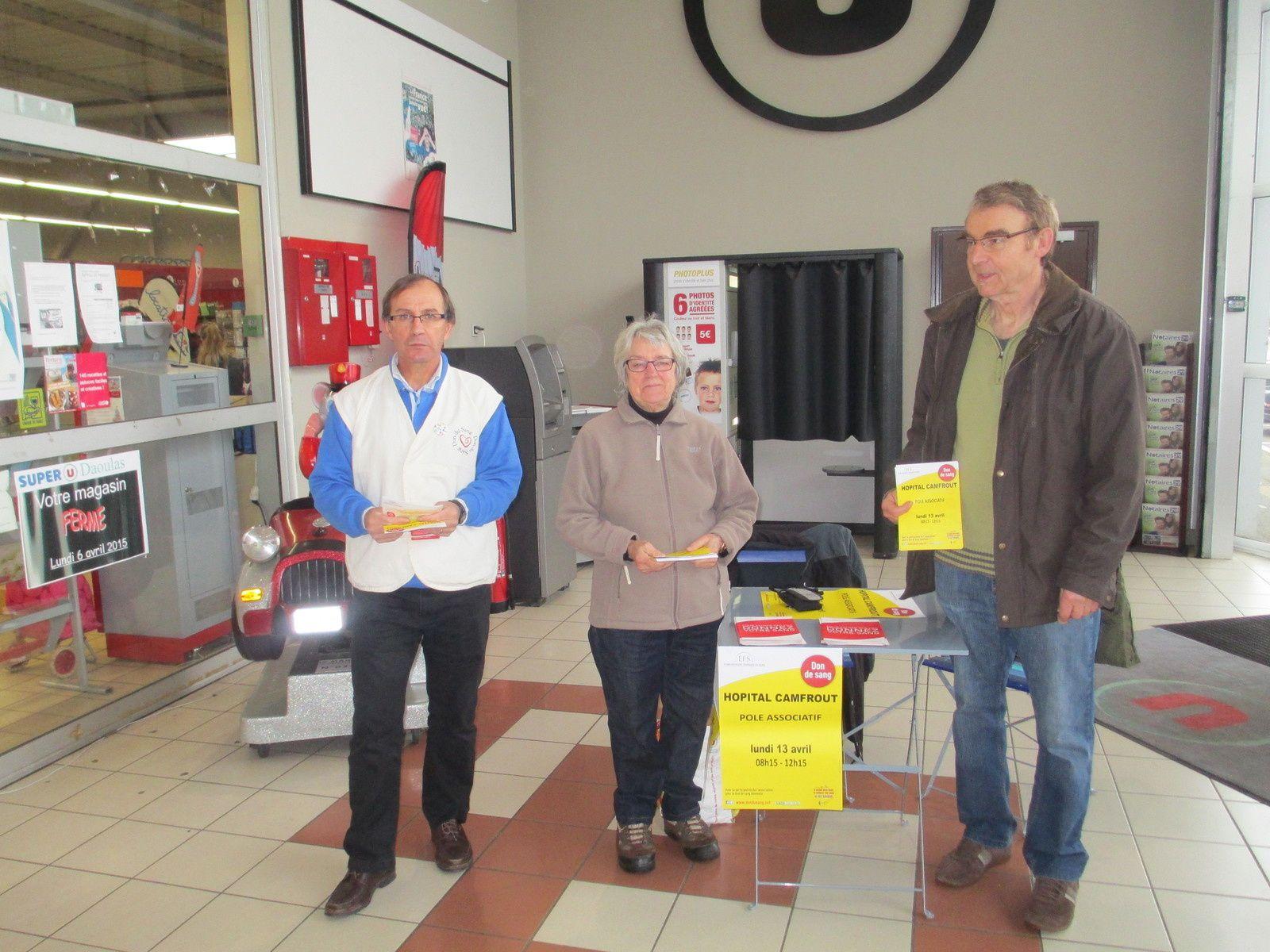 Marie LOYER-ROLLAND, Jean-Charles TREDUNIT et Bernard LE LOUS dans l'entrée du SUPER U