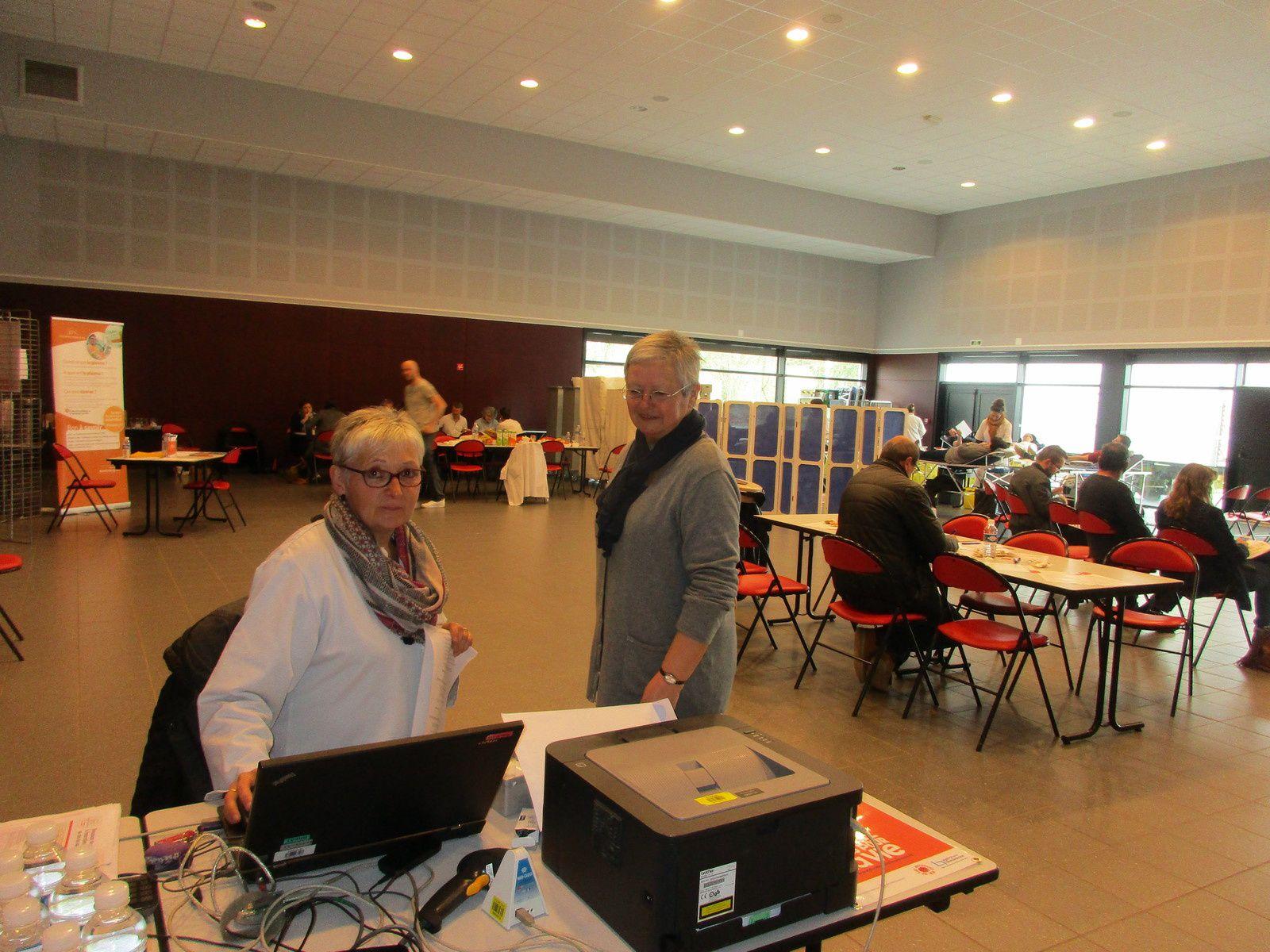 Jeannine responsable de la collecte en compagnie de la secrétaire, puis le stand plasma, enfin Jeannine et les bénévoles pour la collation