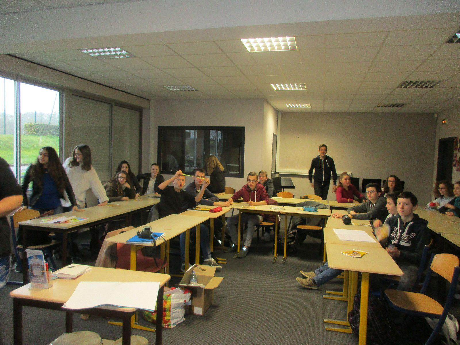 Semaine de l'engagement au collège de PLOUGASTEL, informations aux élèves de 3ème