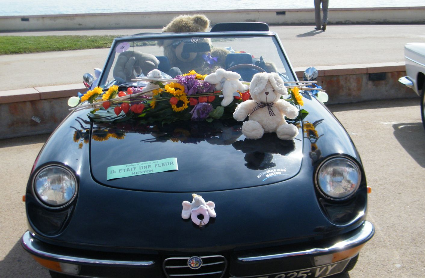 Défilé des voitures anciennes fleuries -Menton