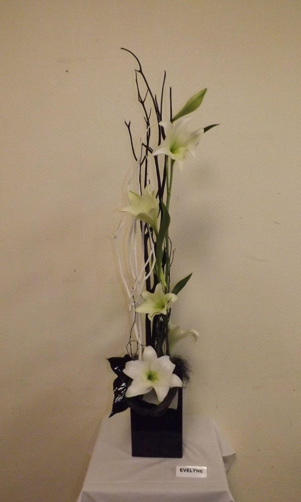 Mitsumata blanc et noir, bouleau, feutrine, sisal, lys arisis, feuilles de strelitzia séchées et teintées.