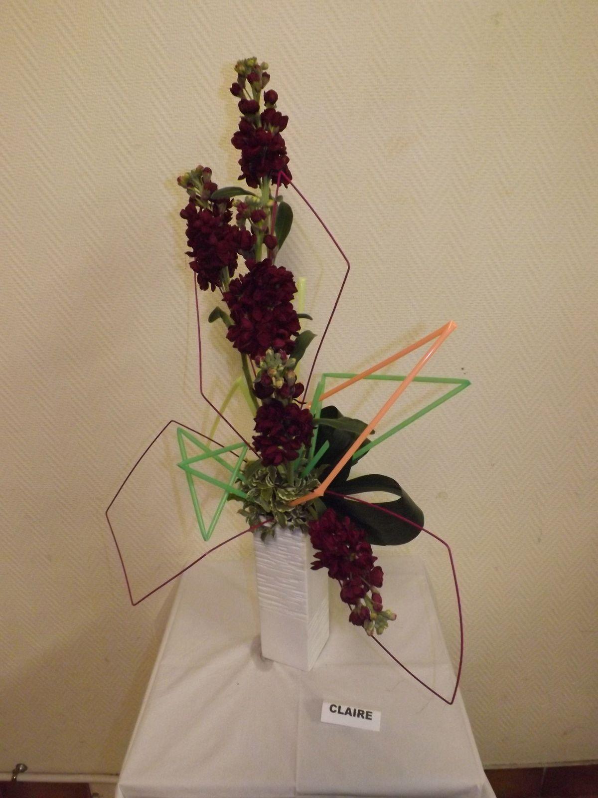 Grandes pailles de couleur, rotin teinté, Giroflée, pittosporum, aspidistra
