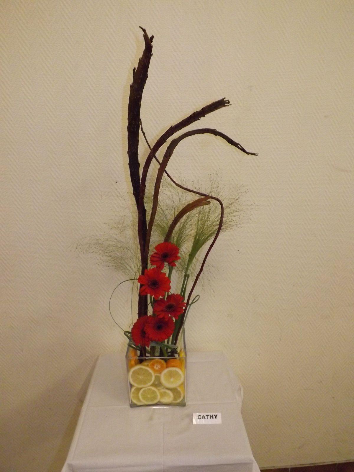 Salix, Panicum, Grévilléa, Bear-Grass, Tulipes ou Giroflée ou Germini, clémentine
