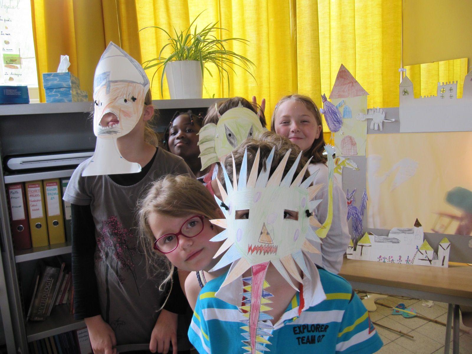 Les enfants de l'Ecole Joli Bois jouent les pièces de théâtre écrites par Monique