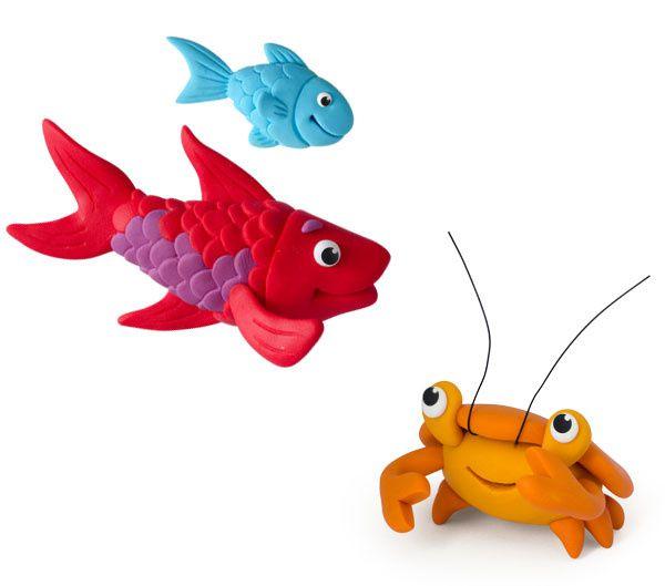 Un peu de pâte à modeler pour les poissons, les crabes, les personnages et la mouette...