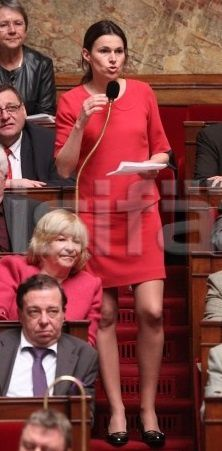 Aurélie Filippetti belle sexy élégante jambes pieds députés PS