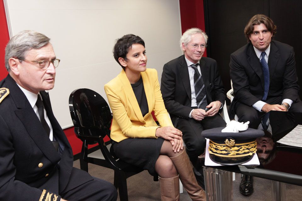Najat Vallaud-Belkacem NVB  belle hot sexy jambes legs cuisses bottes cuir