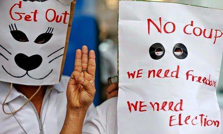 Des étudiants manifestent contre le coup d'Etat