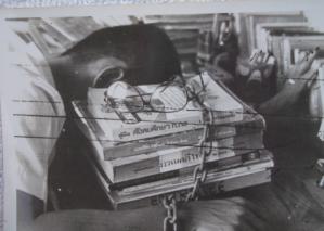 Somyot quand il était à l'université et publiait le livre de l'année des étudiants.