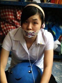 Une étudiante thaïlandaise proteste contre la junte