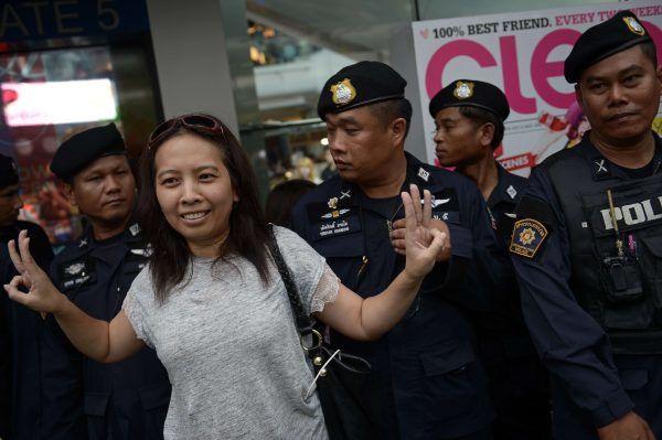 Une manifestante thaïlandaise contre la junte