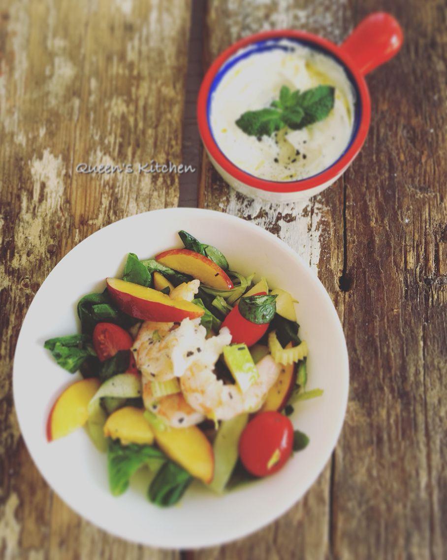 insalata di gamberi e pesche allo yogurt