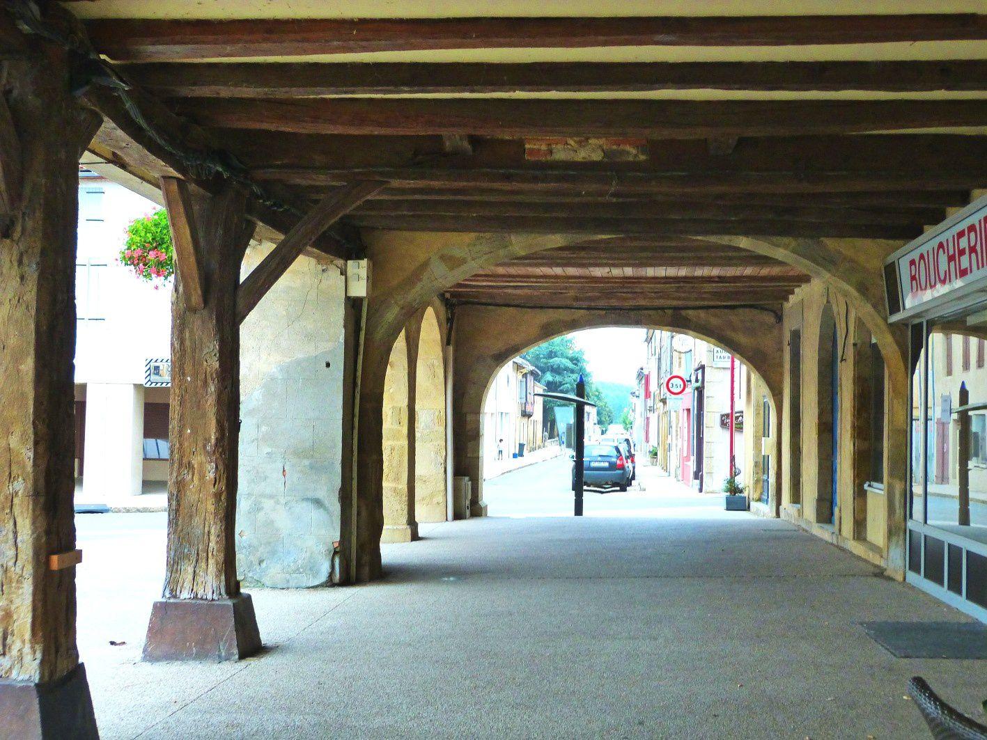 Arcades nord avec vue sur la rue St Jean