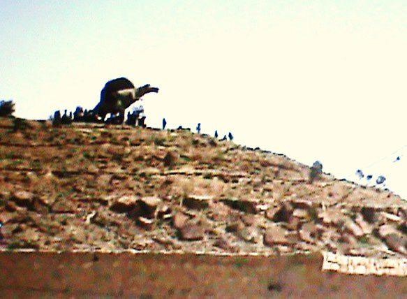 Ce dinosaure surplombe la vallée où fut tourné le film