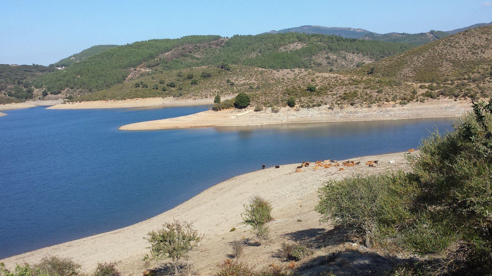 Bari Sardo, la grotte de Su Marmuri et le lac de Fluemendosa