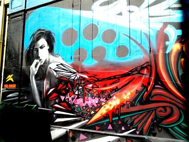 Très belles oeuvres de street art, rue des Herbes, rue Buhan, la fresque face au lycée Toulouse L'autre est en cours de réalisation