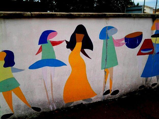 Une belle fresque , sur les murs du centre social , avenue du Haut Livrac