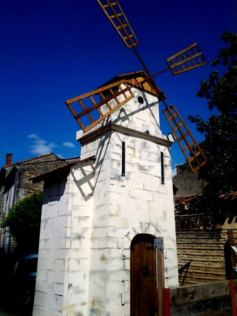 Un joli village situé dans un grand méandre convexe de la Garonne proche de Marmande très marqué par la crue de 1930.