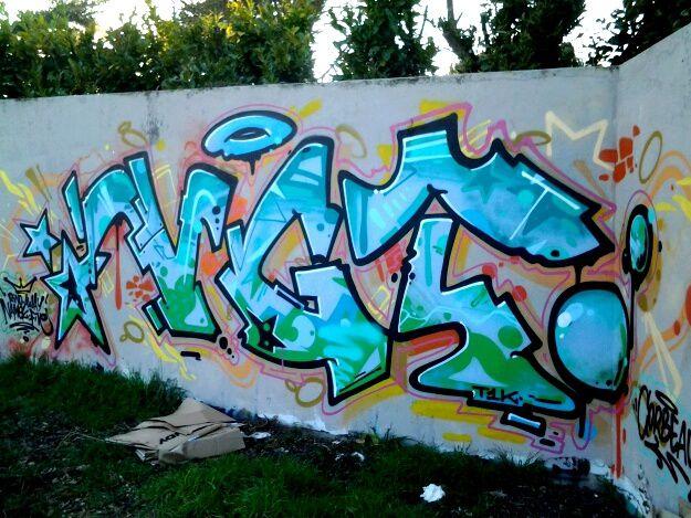 Easy Haek et Corbo  sont les blazes,  c est à dire des noms de graffeurs que l on trouve sur le campus.