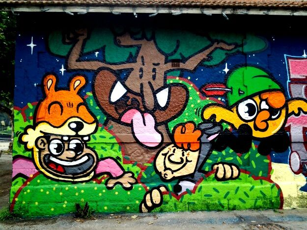 Le festival de graffitis Shake well avait investi les murs des anciennes casernes rive droite proche Darwin et des nouveaux immeubles en construction. d autres photos des artistes bordelais demain