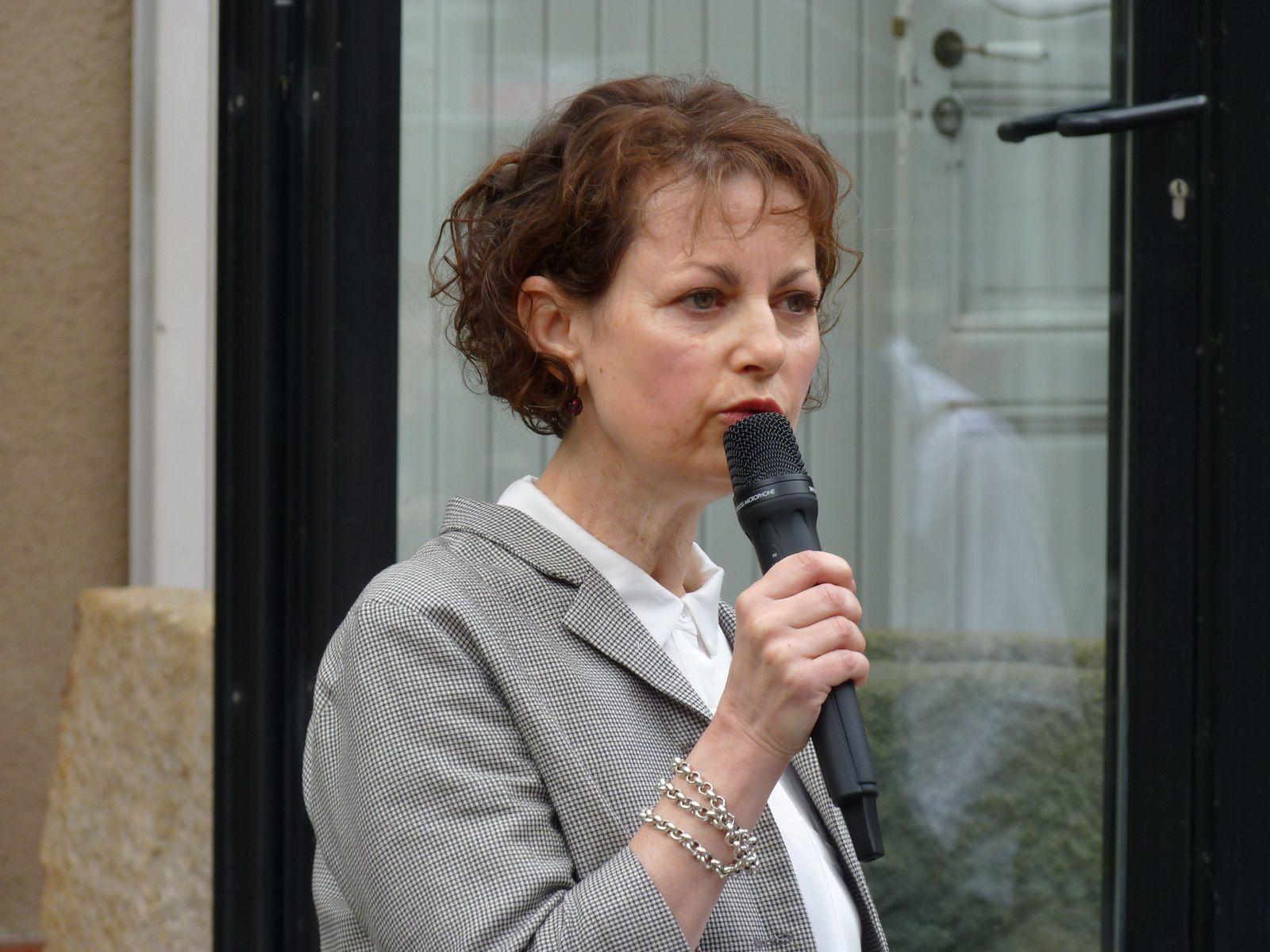la parole est à la créatrice de l'exposition, Marie-Josée Linou.