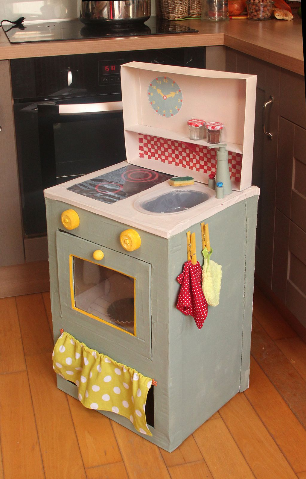 cuisine en carton pour enfants cardboard children kitchen le blog2val. Black Bedroom Furniture Sets. Home Design Ideas