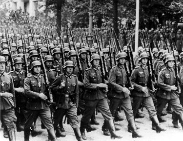 """Défilé nazi: groupe organisé d'individus instrumentalisés (""""faux selfs"""")..."""