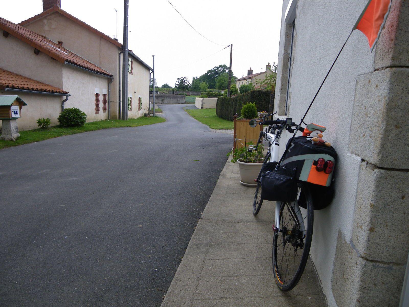 Départ de chez mes parents à Saint Amand sur Sèvre, à 14h30 mardi 27 mai