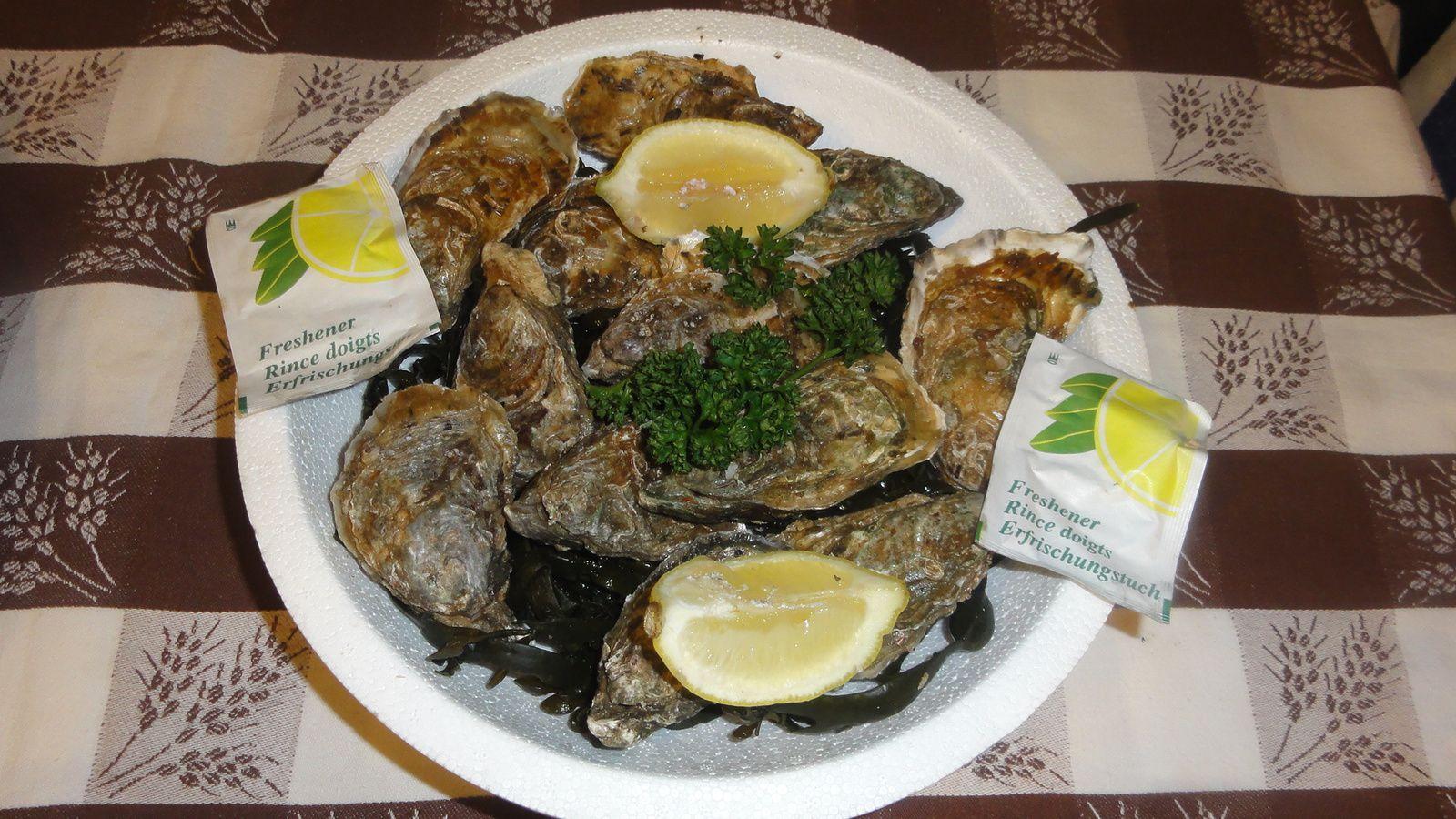 Chaque plateau se compose de deux sous-plateaux. L'un pour les huîtres ( 6 chacun) et les crustacés, dont  deux demis langouste