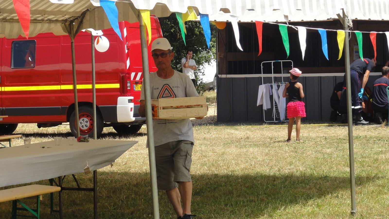 &quot&#x3B; Cochons grillés &quot&#x3B; à La Chapelle -aux-Choux , le 4 Juillet 2015.
