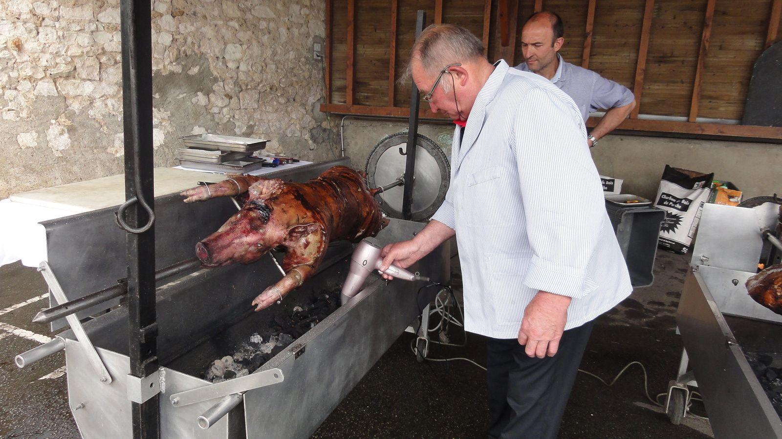 Cochons grillés à Verneil-le-Chétif ,le 22 Mai 2016