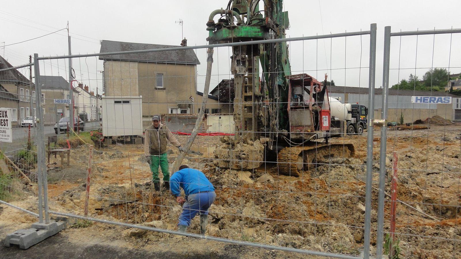 Les travaux e terrassement de la fute Maison de Santé , à Château du Loir ont commencé ! Depuis longtmps que l'on en parle !