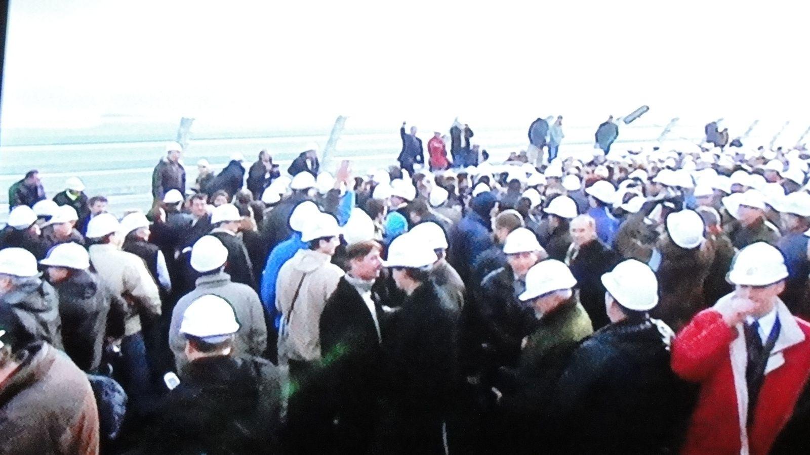 LA CONSTRUCTION DU VIADUC DE MILLAU, EN 2004.