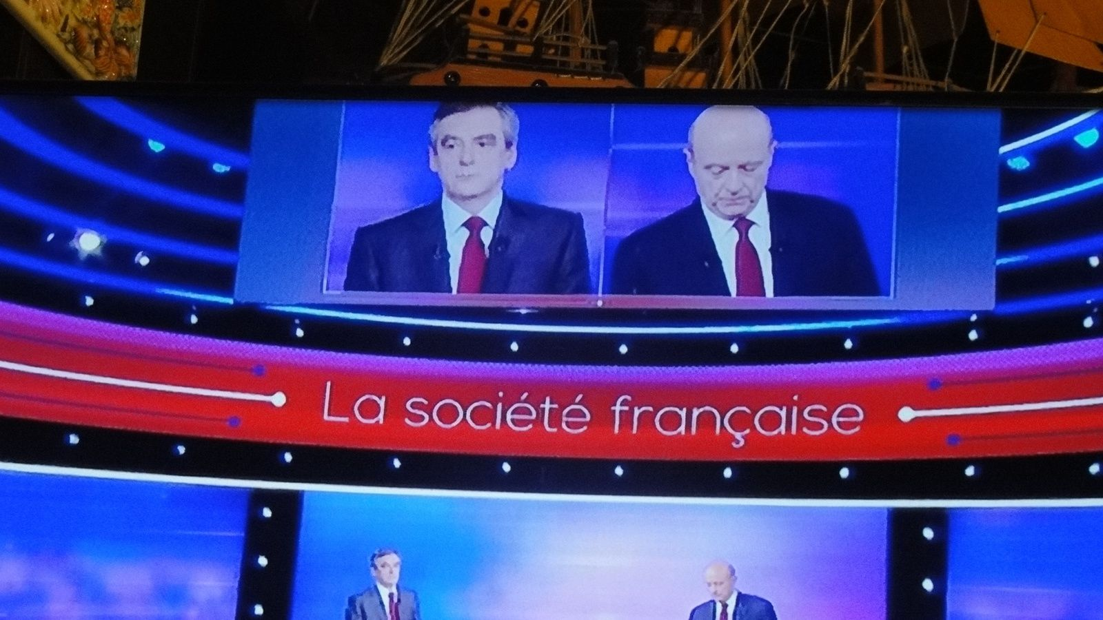 Les deux dernièes photos vous montrent les deux candidats donnent les mots de la fin .