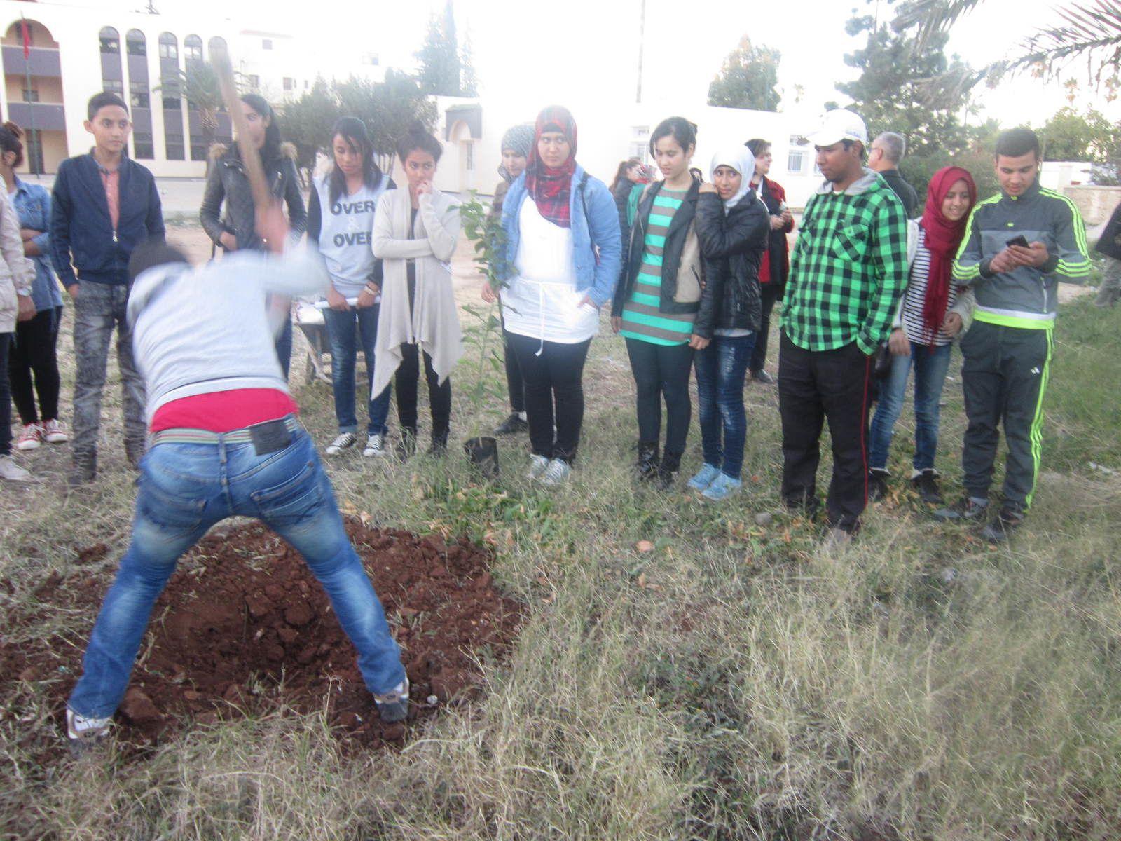 ورش بيئي بثانوية المسيرة ـ مكناس