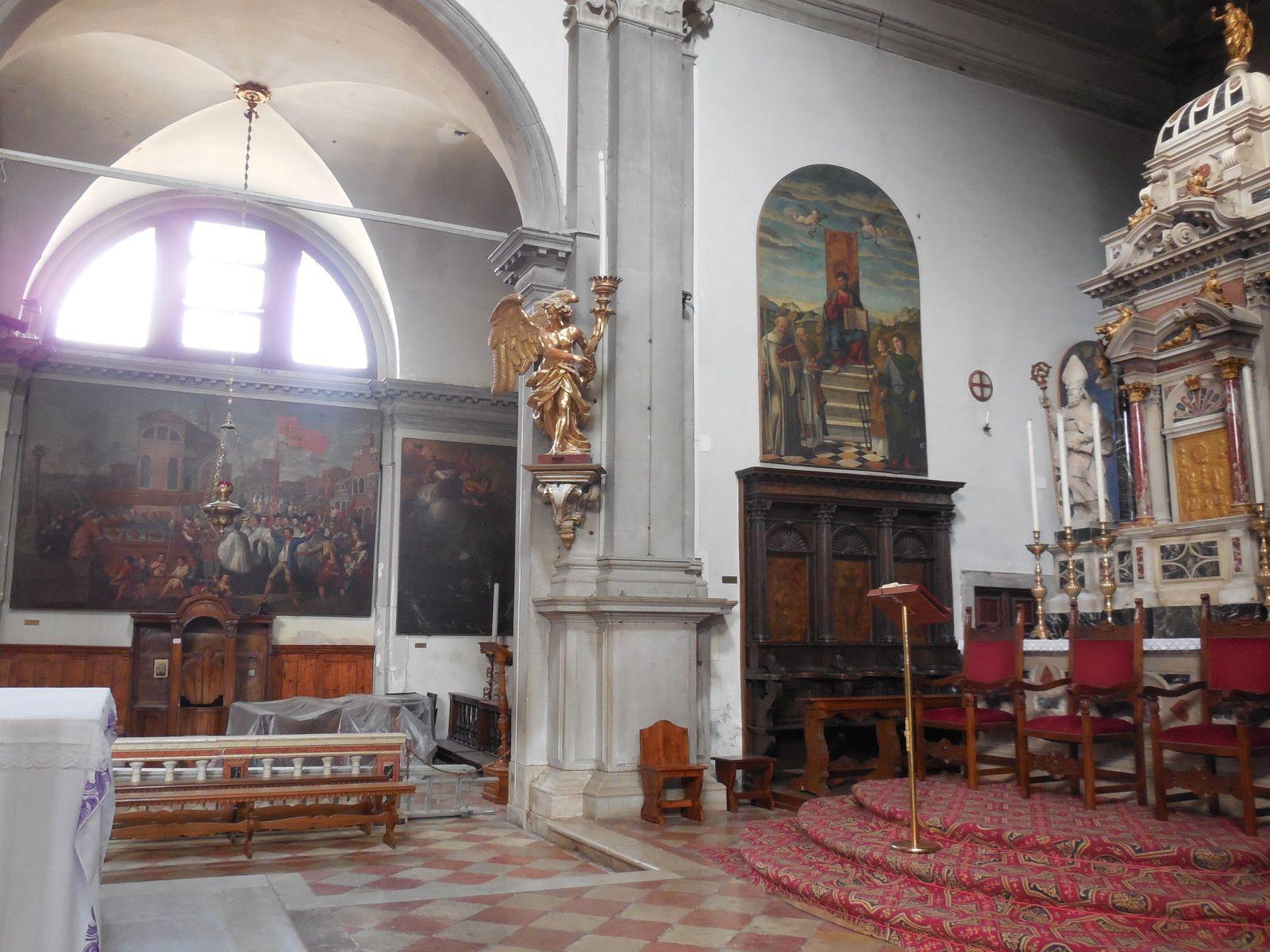 """A l'intérieur, quelques belles peintures de Tiepolo,...Sur cette photo: """"Le Miracle des enfants tirant le cercueil sur le rivage"""" peinture de Alessandro Zanchi"""