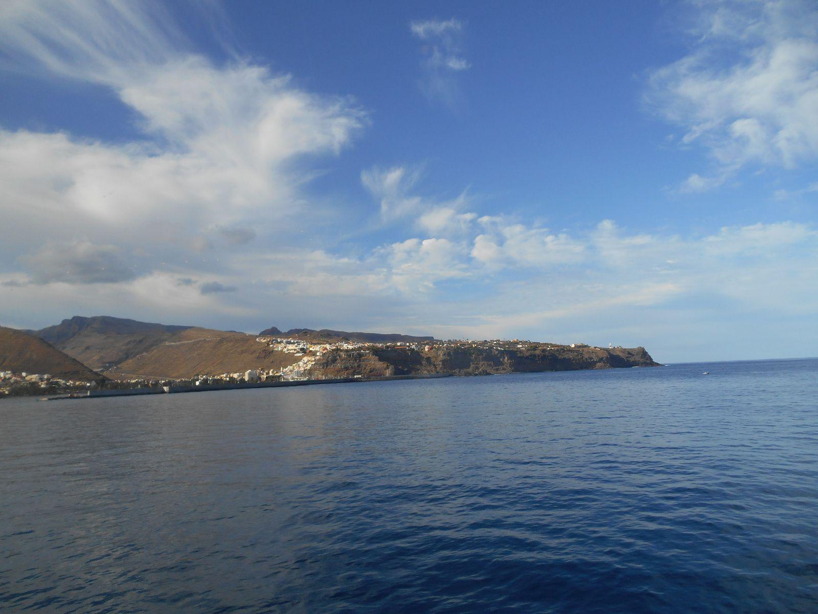 La côte de Ténérife, vers le port de Los Cristianos.