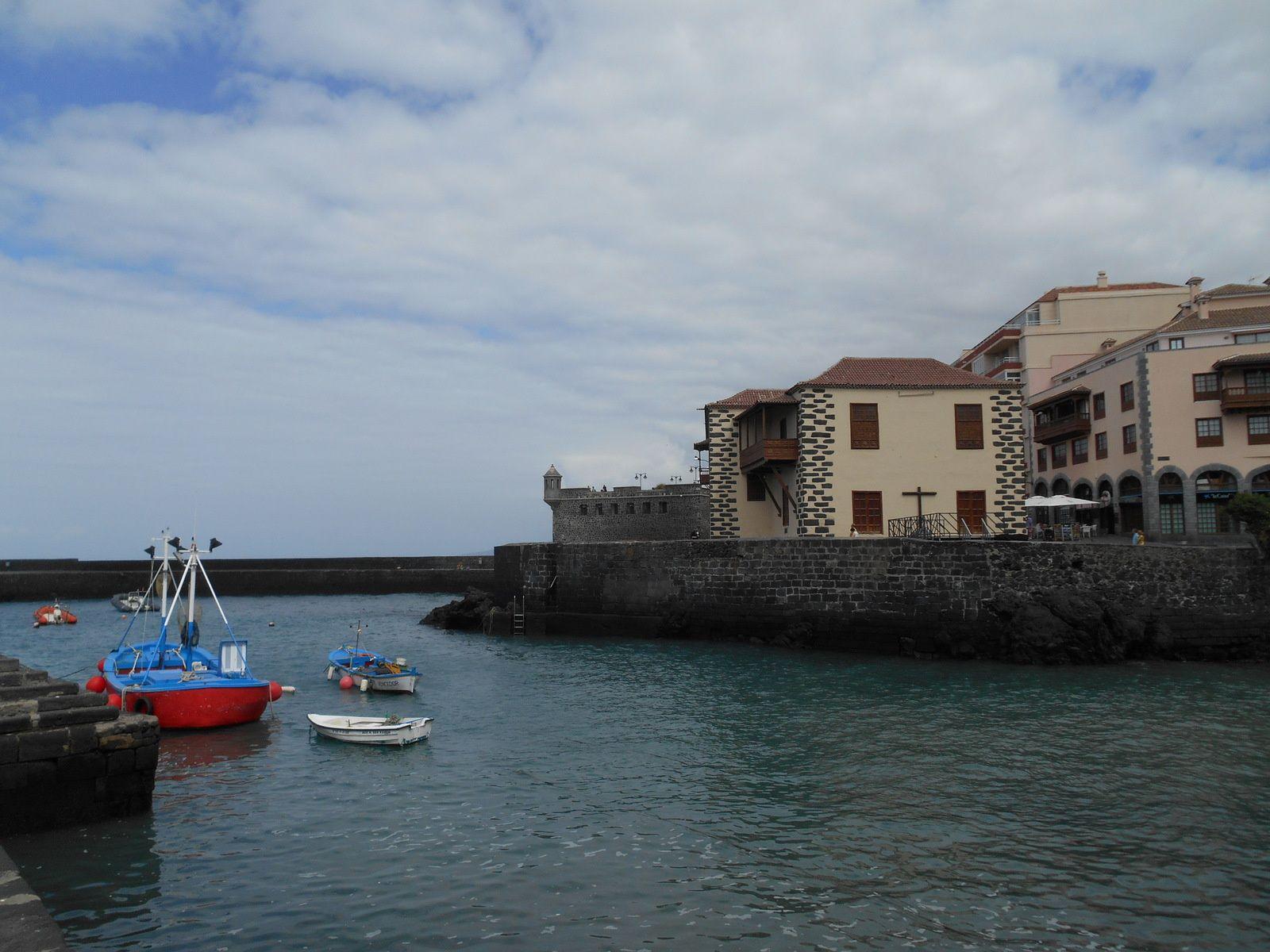 A proximité se trouve l'office de tourisme ainsi que l'ancienne douane datant de 1620.