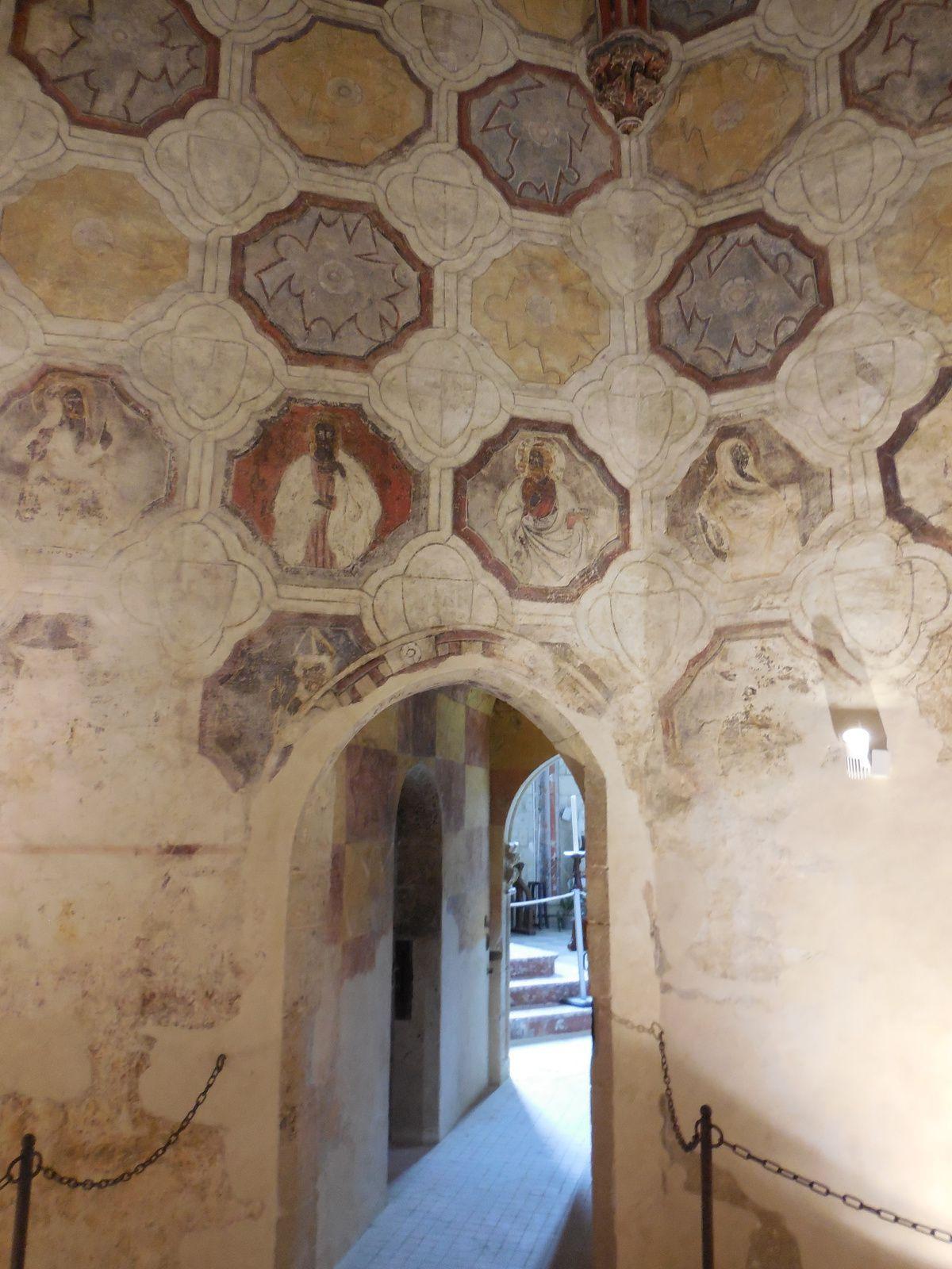 Passage entre l'église , la sacristie  et l'accès à la tour octogonale.