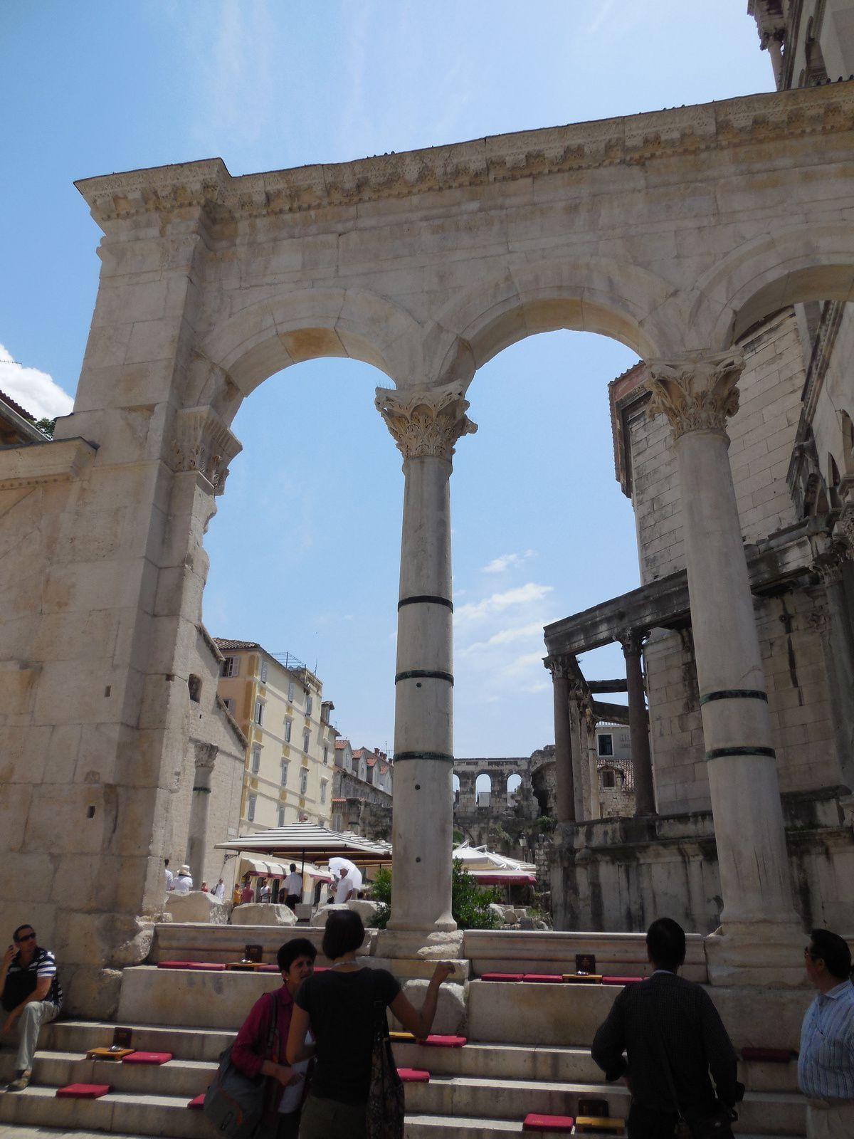 Colonnales antiques...