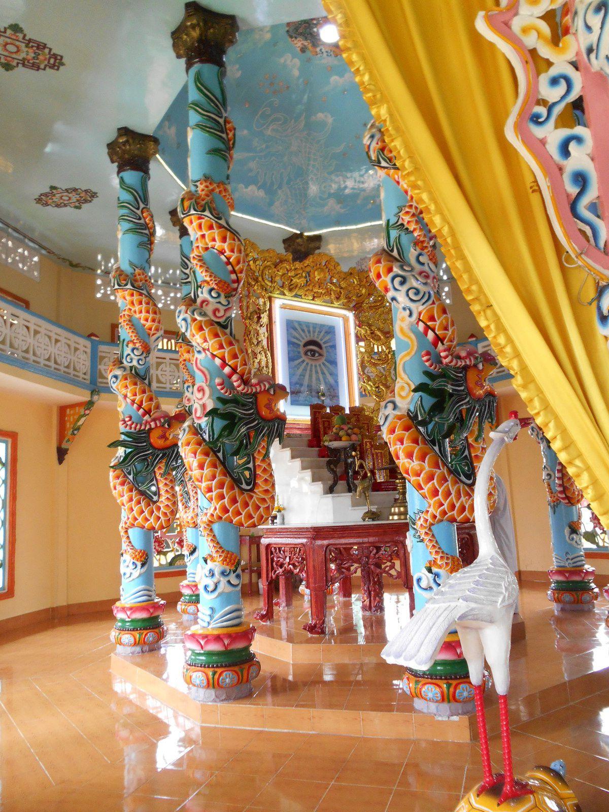 Toujours situé derrière l'autel, l'oeil divin.