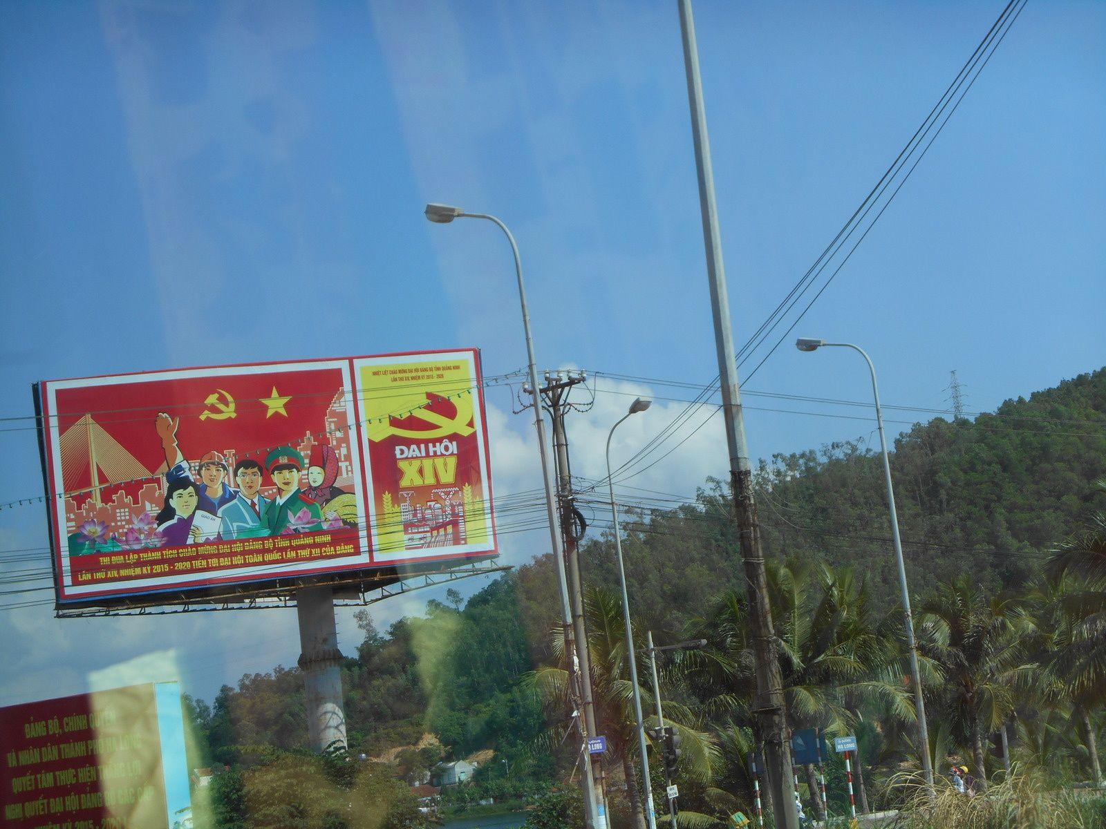 Panneaux publicitaires...mais aussi de propagande.