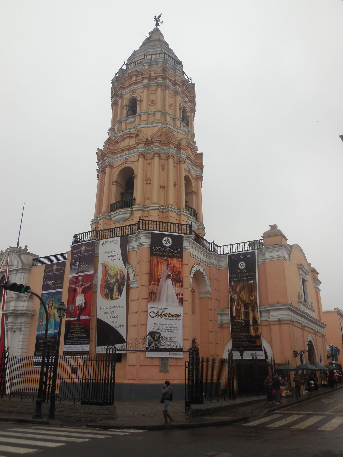 Construite à la fin du 16è siècle, l'église a résisté aux tremblements de terre de 1687 et 1746.