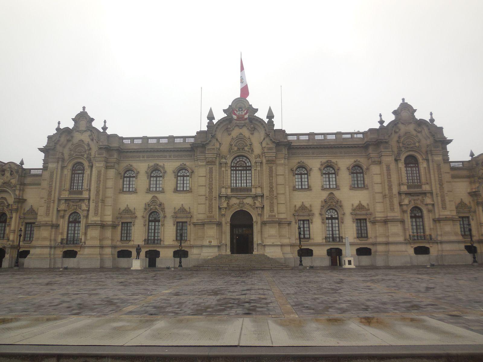 Passage devant le palais du gouvernement...